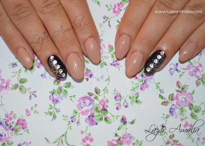 Single nail designs or full hands
